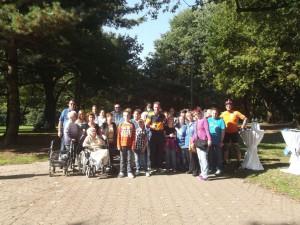 """Die Teilnehmer beim Walk zugunsten von """"Bewegen hilft"""""""